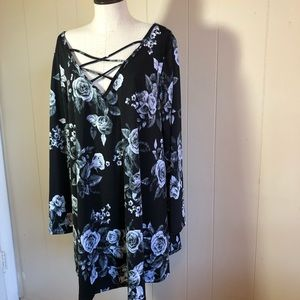 evelie Tops - Evelie 2x Black floral cross cross top blouse